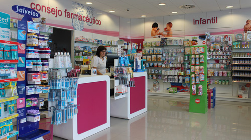 interior_farmacia_vera_playa_Farmacias.com